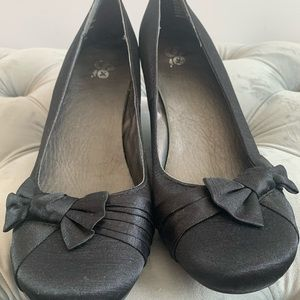Low Heels with a Bow